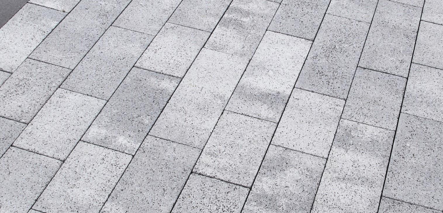 Технология обработки тротуарной плитки дробью и щетками
