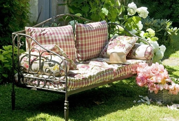 Садовая скамейка для сада