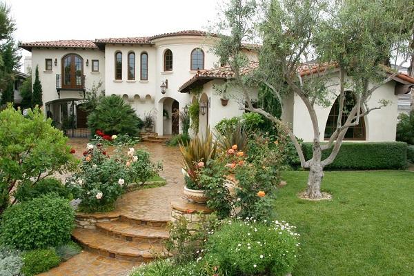 Сад в средиземноморском стиле